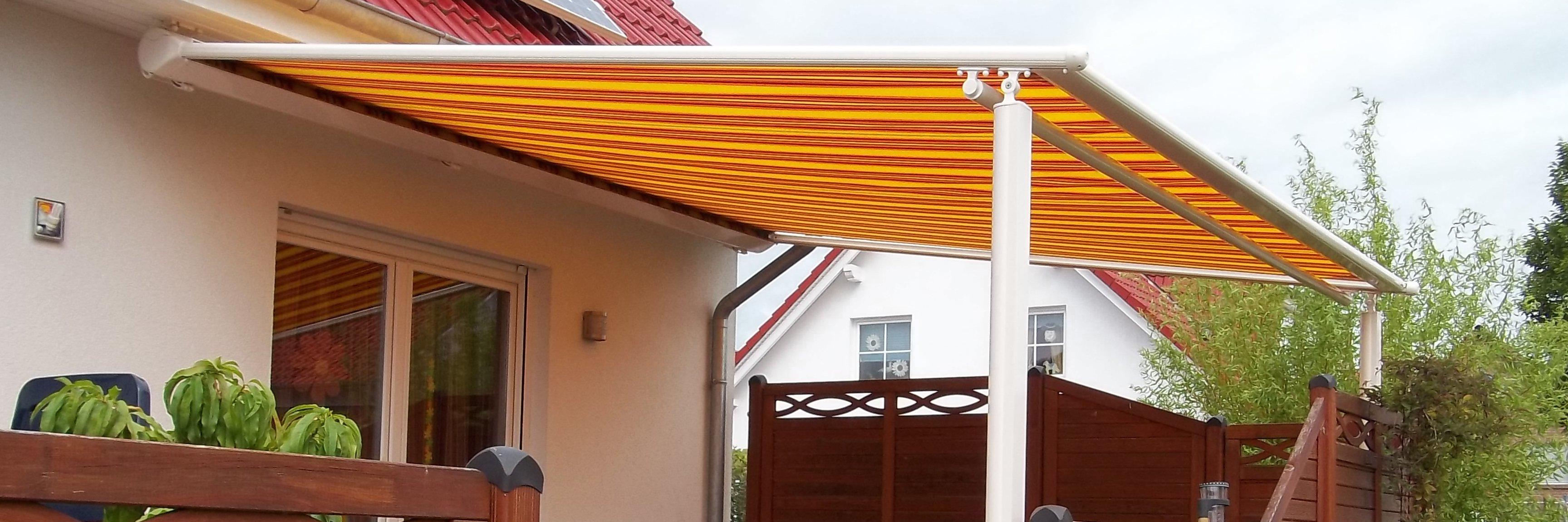 Textiles Terrassendach auf Stützen