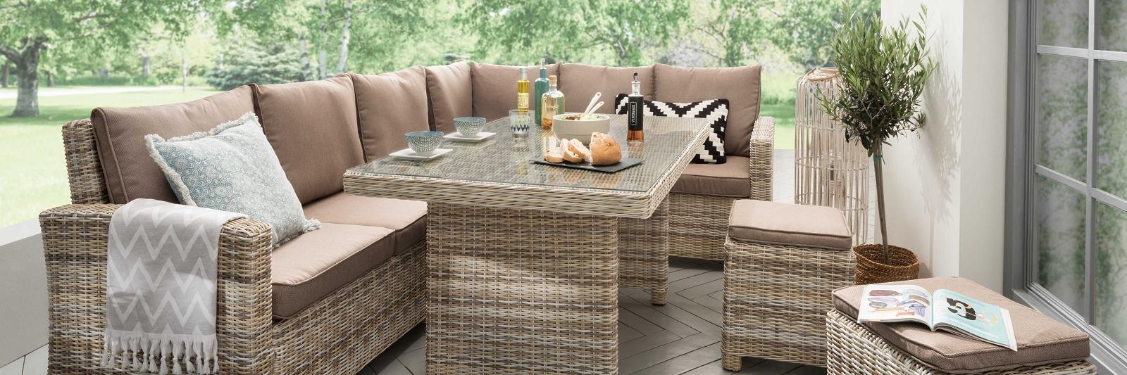 Polyrattan Loungegruppe in modernem Design