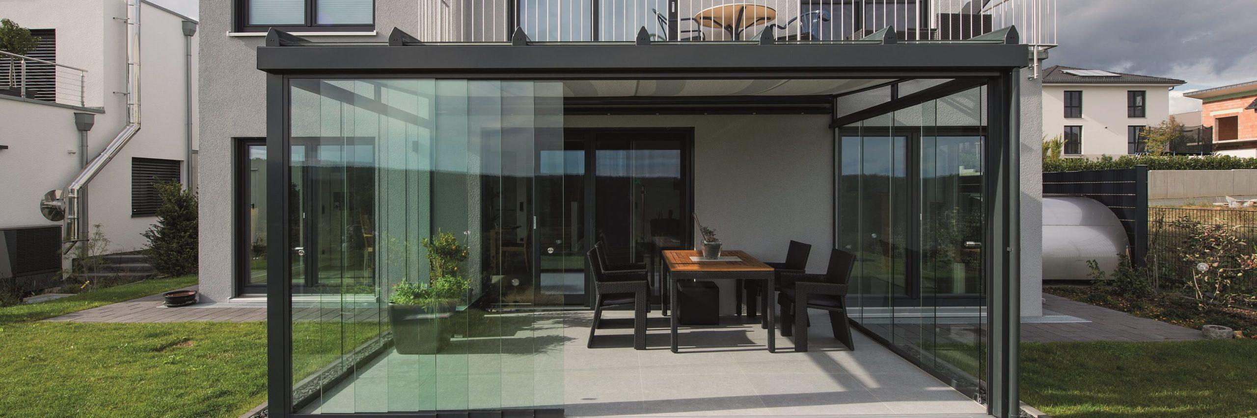 Terrassendach als komplette Glasoase ausgebaut.